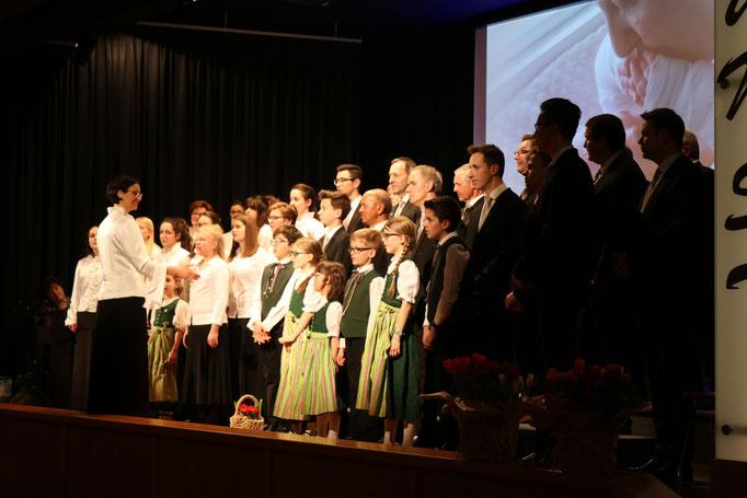 Der Chor beim gemeinsamen Schmetterlingslied