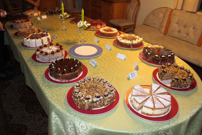 Kuchenbuffet >10 verschiedene Sorten zur Verfügung gestellt von Hermine Rizzoll