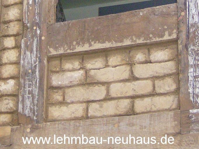 Fachwerk mit originalen, wiederverwerteten Lehmsteinen ausgemauert