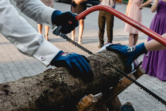 Baumstammsägen Hochzeitsbrauch bei München