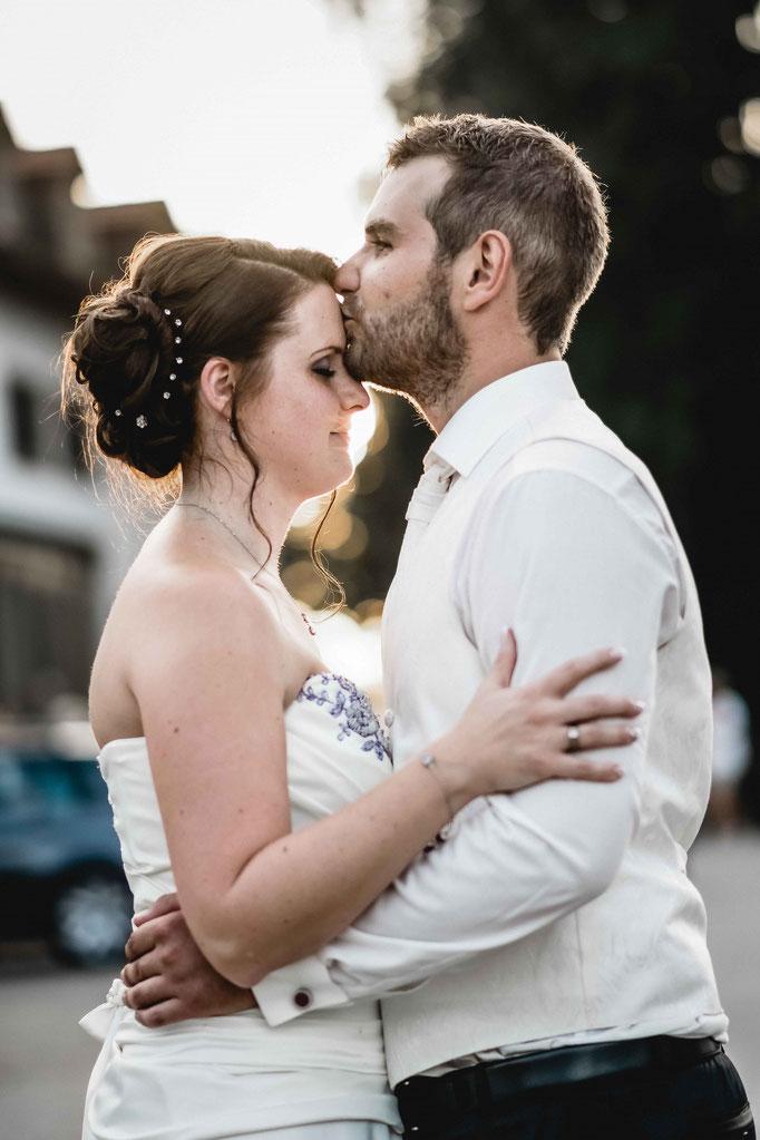 Abendlicht Hochzeitslocation Freising Brautpaar