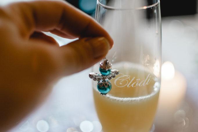 Orangensaft zur Hochzeit für die schwangere Hochzeitsfotografin