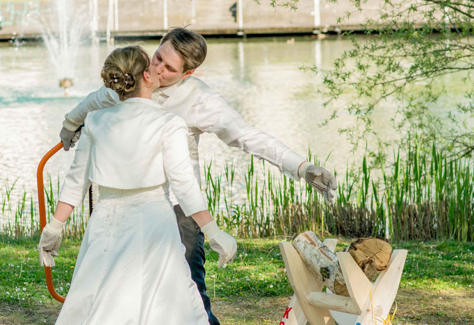 Geschafft, Kuss Brautpaar