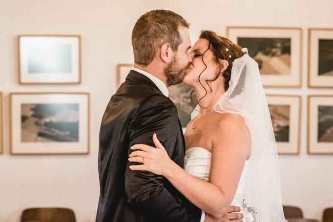Hochzeitskuss sie hat ja gesagt