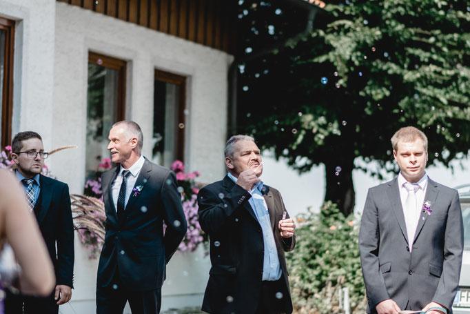 Bräutigam Vater Seifenblasen hochzeit