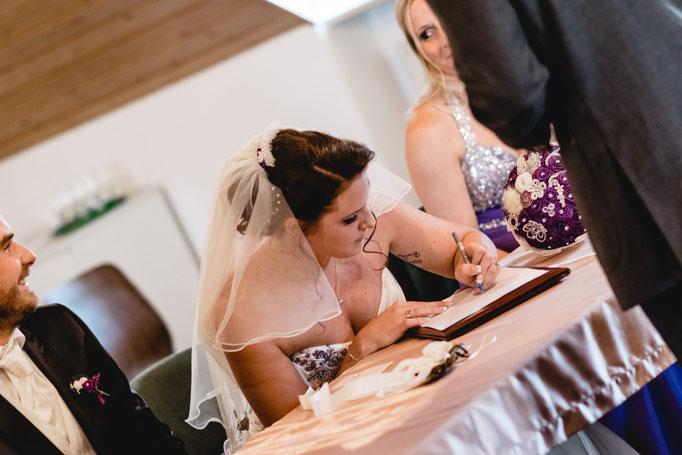 Unterschrift der Eheurkunden im standesamt