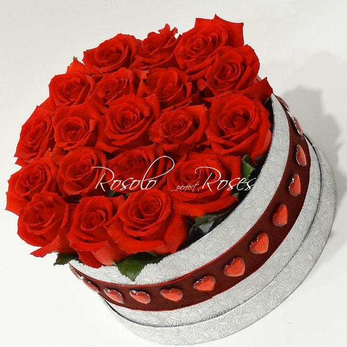 Avec amour - Roses rouges dans une boite