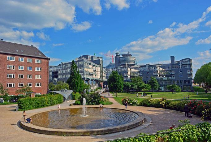 Springbrunnen Michelwiese mit Verlagsgebäude Gruner+Jahr