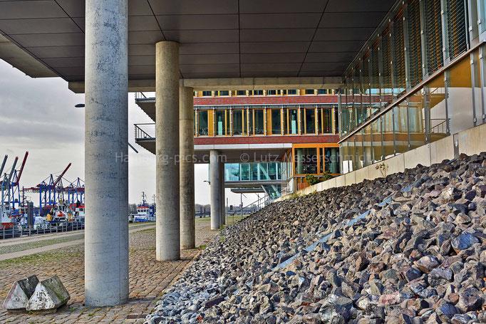 Bürogebäude an der Norderelbe in Neumühlen
