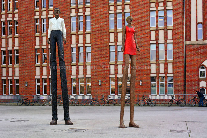 Vor dem Museums für Kunst und Gewerbe