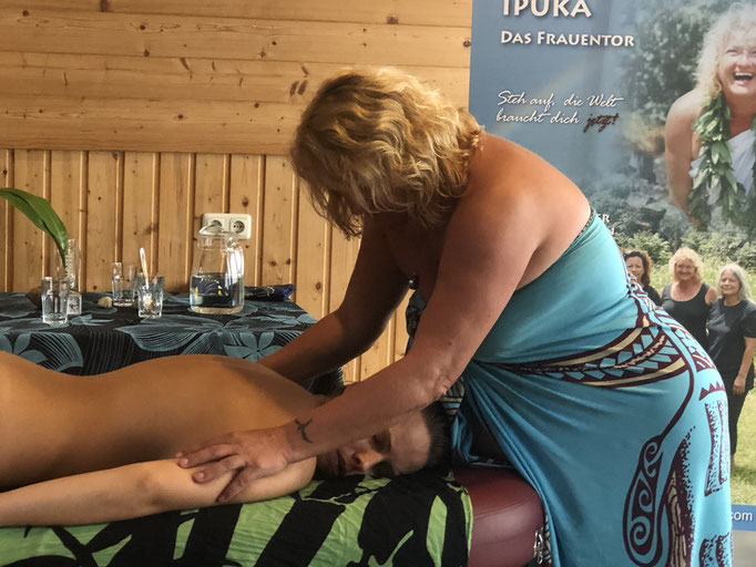 weiblichkeit der frau - academy of aloha, Noelani Marion Naone, Lehua Sabrina Herrmann - Lima Lima