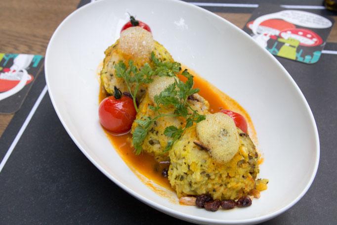 Der klare Favorit unserer Runde: Persische Reiskugeln mit Pflaumen-Walnuss-Füllung, dazu süß-saure Tomatensauce