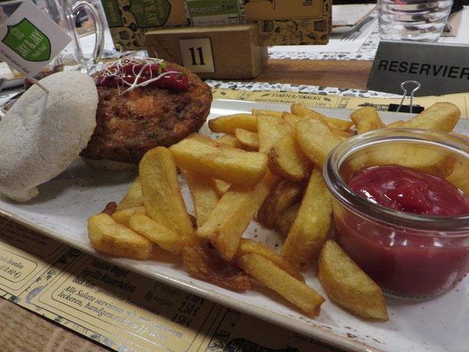 Veggie Plus Burger mit Pommes - der klare Favorit unserer Runde
