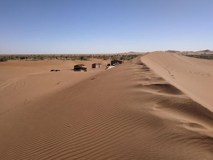 bivouac au pied des dunes de Chegaga