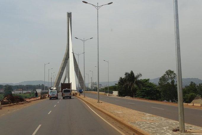 Die neue Brücke über den Nil in Jinja