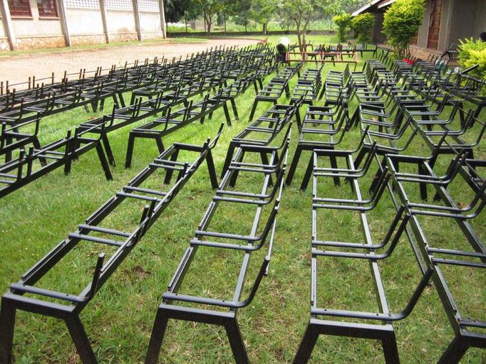 Die neuen Stühle für die Aula sind komplett Eigenbau
