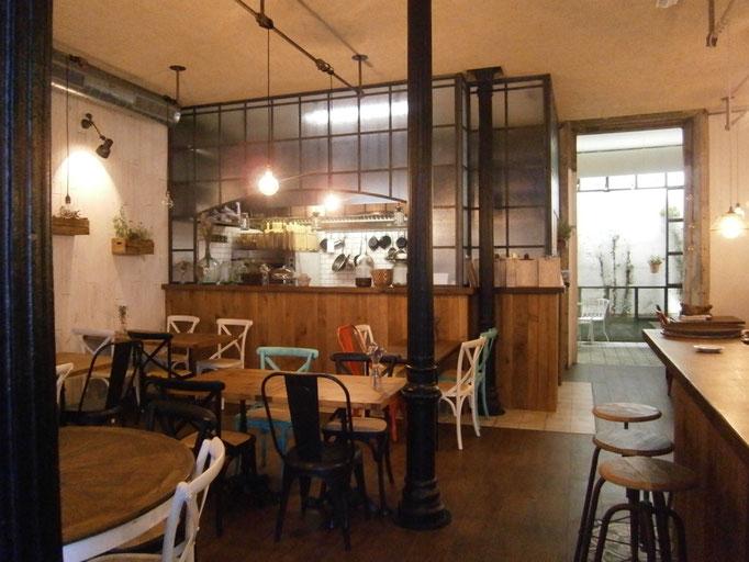 Mamá Chicó: vista de la cocina abierta