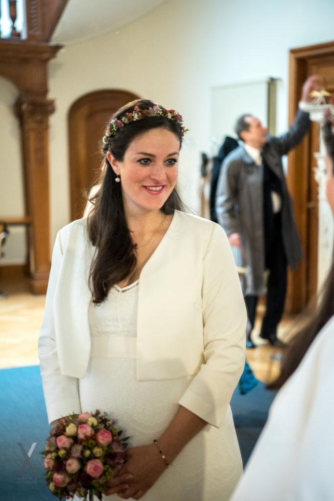 Hochzeit die schöne Braut im Spiegel