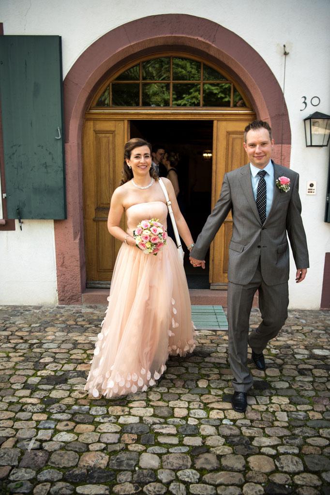 Hochzeit Brautpaar frisch vermählt vom Zivilstandesamt