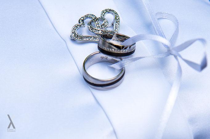 Hochzeit Trauringe auf Kissen
