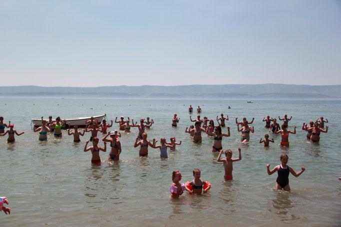 Апартаменты в Омише (Сплит). Песчаный пляж в Хорватии. Отдых в Хорватии с детьми. Активный отдых