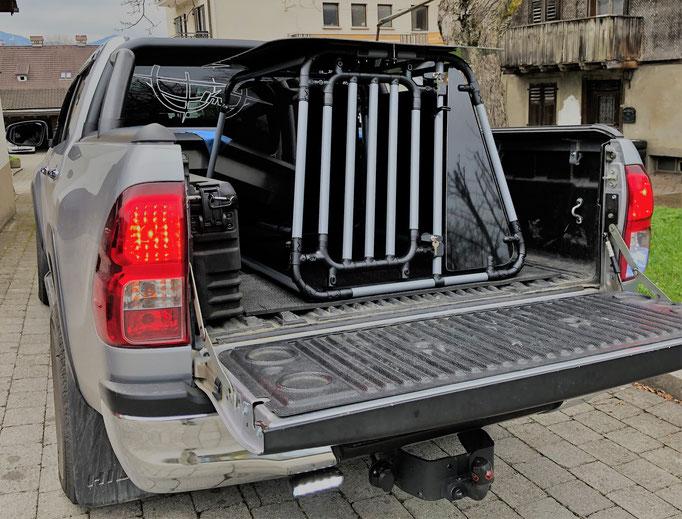 Hundebox +L+ 8.1 mit extra Dach für Toyota Hilux (B84xH75xT120cm)