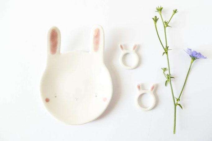 Petite assiette en forme de lapin, 35$
