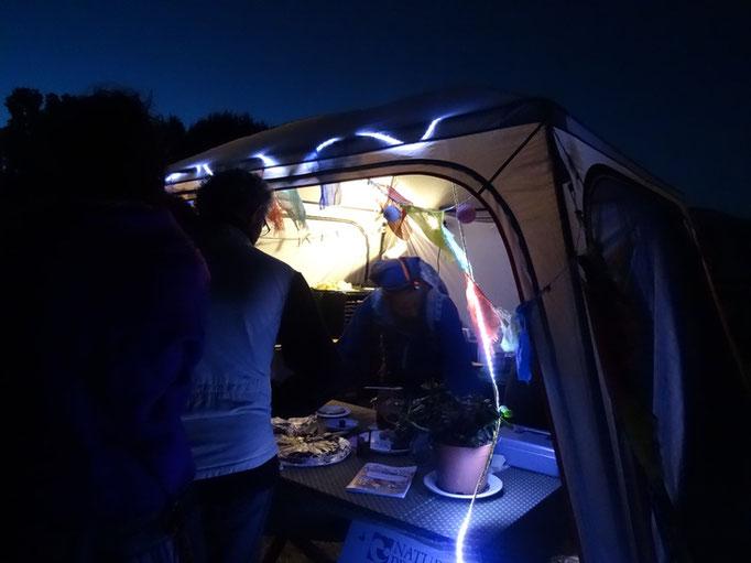 La nuit à la lumière LED