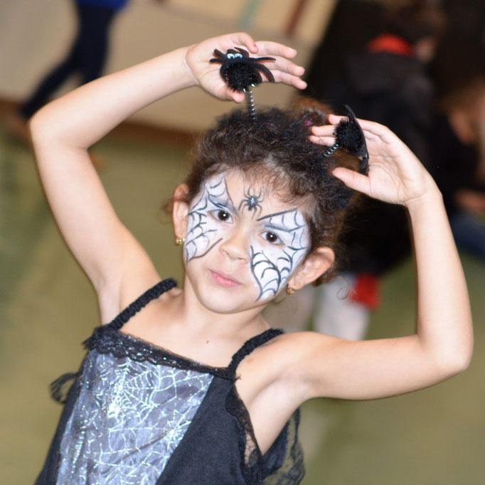 Abwechslung im Kindertraining, hier Halloween Karate Prinzessin
