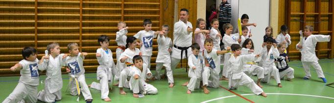 altersgerecht Karate Kindergruppe 3-6 und 7-10 Jahre