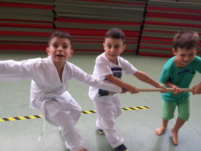 Werte für Kinder mit Martial Arts, hier Teamgeist und Zusammenhalt