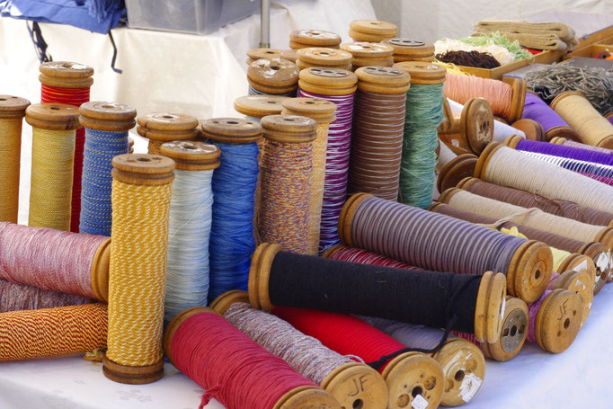 des bobines multicolores