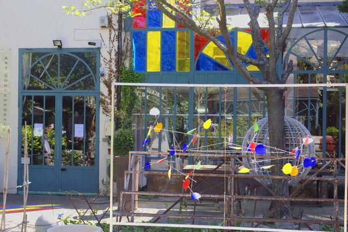 boutique d'antiquaire colorée