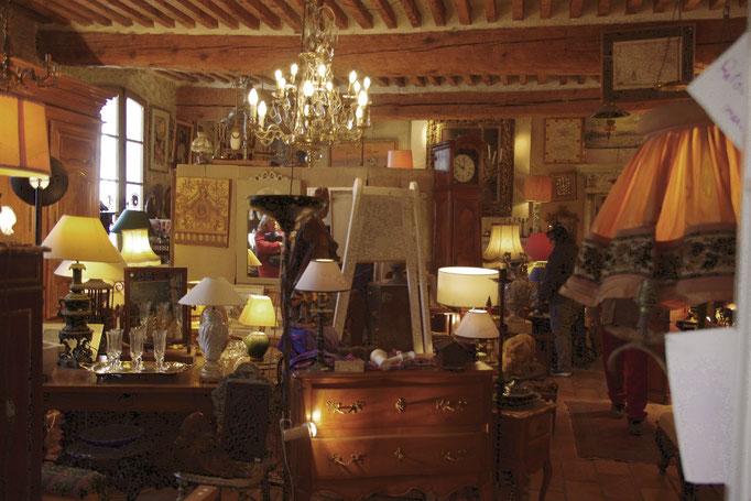 In einem Antiquitätengeschäft
