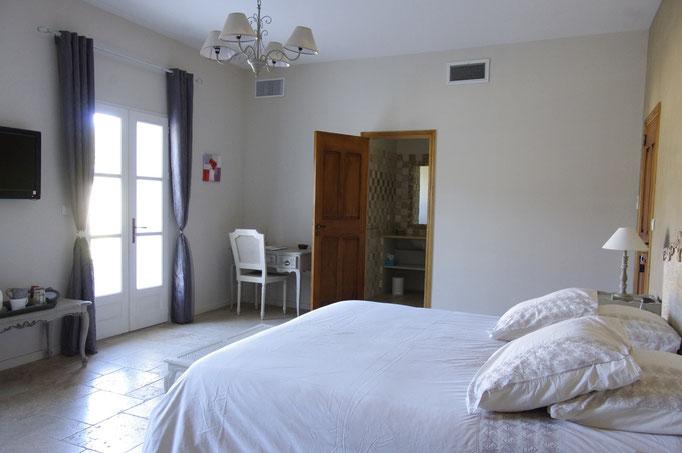 chambre côté verger, le lit de 180 x 200 cm