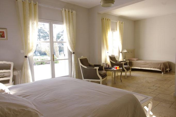 chambre côté parc : le lit 180 x 200 et le lit supplémentaire, surface 37 m2