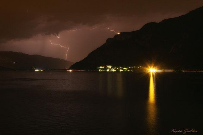 Eclair sur le lac du Bourget