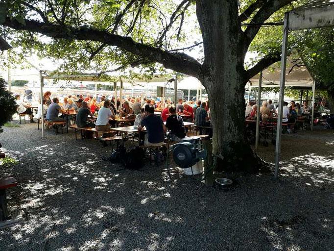 Zwischenstopp zum Lunch im Biergarten