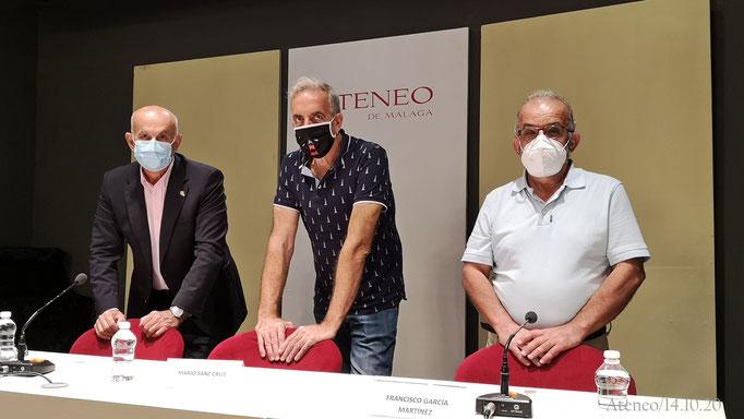 Mario Sanz entre Felipe Foj y Francisco García