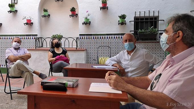 J. Luis Ortiz y Miguel Tello. A la izquierda, J. C. Cilveti y Sra.