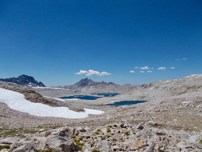 Blick nach Norden mit Wanda Lake im Hintergrund.