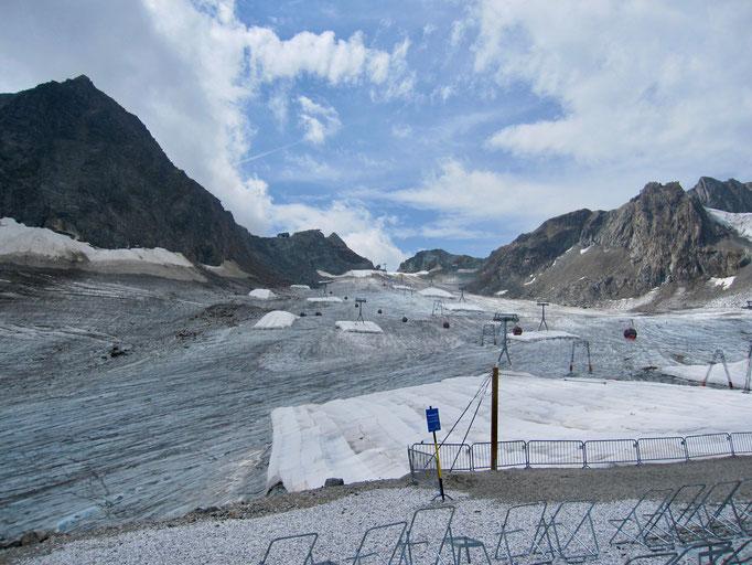 Der traurige Blick auf das was vom einst mächtigen Stubaier Gletscher übrig ist