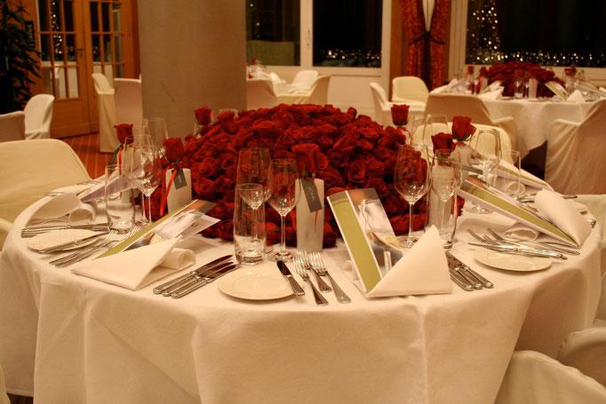 Tischdekoration für Kunde mit 4000 Rosen     Hotel Montana Luzern