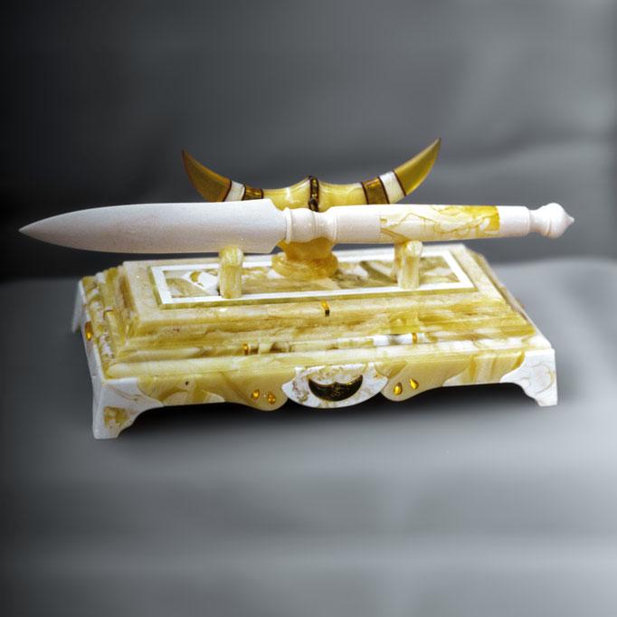 Подставка под канцелярский нож. 1996г.