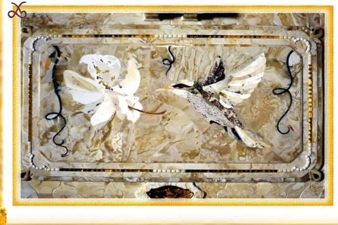 Фрагмент флорентийской мозаики на одном из письменных приборов