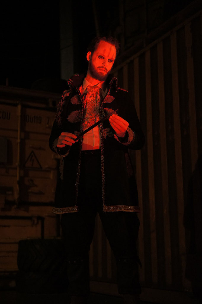 Macbeth - directed by Thomas A. Welte; Shakespeare am Berg, Muttersberg Arena; actor: Tim Engemann; photo: Martin Schindegger