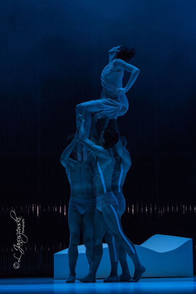Luminous Heart - by Alfonso Palencia; Ballett Hagen; dancers: Amber Neumann, Gennaro Chianese, Alexandre Démont, Gonçalo Martins da Silva; photo: Leszek Januszewski