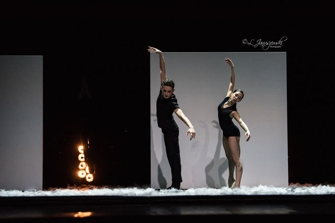Extremely Close - by Alejandro Cerrudo; Ballett Hagen Vs.2018; dancers: Gonçalo Martins da Silva, Serena Landriel; photo: Leszek Januszewski