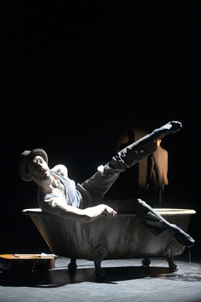 Now and Then - by Alejandro Cerrudo; Hessisches Staatsballett; dancer: Martin Angiuli; photo: Bettina Stöß