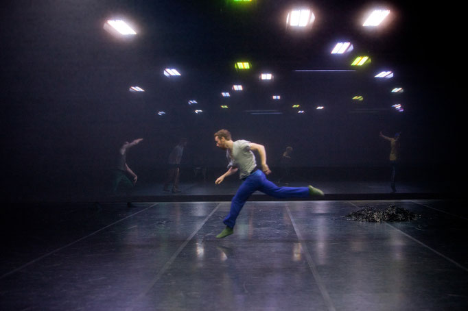 Now This When Not That - by William Forsythe; photo: Dominik Mentzos
